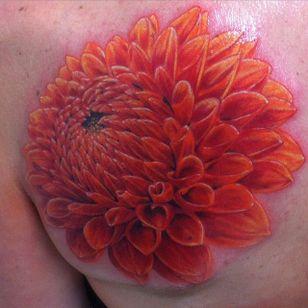Large color realism dahlia by @dark_spirit_tattoo. #dahlia #realism #colorrealism #flower #dark_spirit_tattoo #floral #dahliaflower