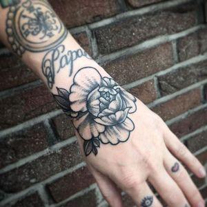 Dotwork Peony Tattoo by E Lisa Betha #peony #peonytattoo #peonytattoos #dotworkpeony #blackworkpeony #peonies #blackworkpeonies #dotworkpeonies #dotwork #dotworktattoos #blackwork #blackworktattoos #ELisaBertha
