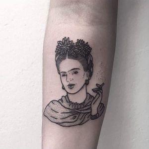 Blackwork Frida Kahlo Tattoo by Emily Alice Johnston #fridakahlo #fridakahlotattoo #fridakahlotattoos #blackworkfridakahlo #blackworkportrait #blackwork #EmilyAliceJohnston