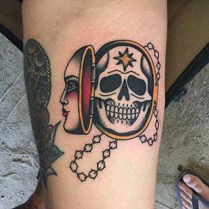 Skull Tattoo by Gonzalo Muñiz #skull #cameo #traditional #traditionaltattoo #oldschool #traditionalartist #boldwillhold #GonzaloMuniz