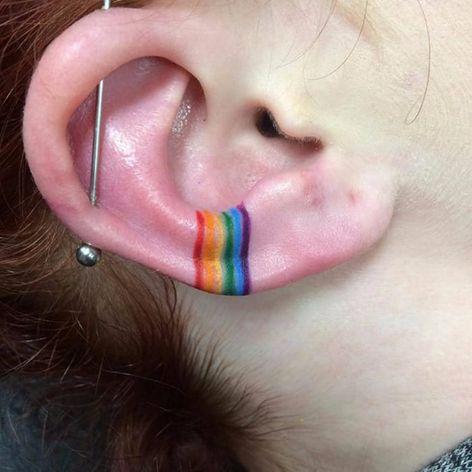 Arco-íris #Rbetzz #eartattoo #helixtattoo #tatuagemnaorelha #tendencia #rainbow #arcoiris #traço #line