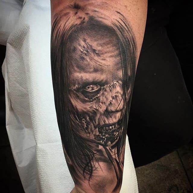 A gruesome zombie by Jhon Gutti (IG—jhongutti). #blackandgrey #horror #JhonGutti #realism #zombie