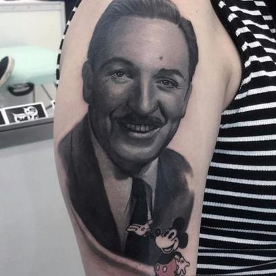 Por Deley Tattoo! #DeleyTattoo #TatuadoresBrasileiros #Realism #realistictattoo #waltdisney #waltdisneytattoo #disney #mickey #mickeytattoo