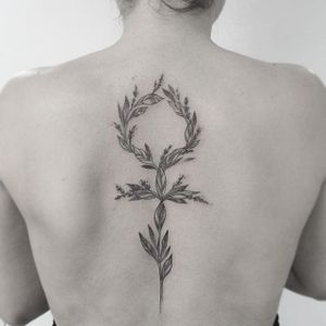 Floral Venus symbol tattoo by Gabriela Arzabe Lehmkuhl. #GabrielaArzabe #GabrielaArzabeLehmkuhl #blackwork #dotwork #pointillism #floral #flower #women #feminist #venus #symbol
