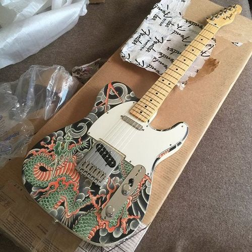 Hide Ichibay (IG—hide_ichibay) knows how to make a guitar look badass. #fineart #HideIchibay #Japanese #painting #traditional