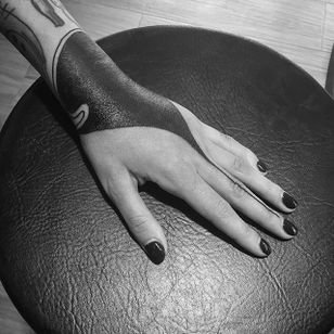 Solid hand tattoo by Inga Hannarr. #inggahannarr #geometric #black