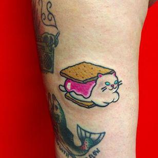 Cat Biscuit Tattoo by Maria Truczinski #MariaTruczinski #Cartoon #Kawaii #Cartoontattoo #Kawaiitattoo #Cat #Biscuit