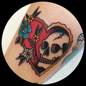 Heart skull. (via IG - leonienewtattoos) #LeonieNew #Traditional #TraditionalTattoo #heart #skull
