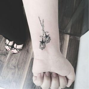Flower tattoo by Iria Alcojor #IriaAlcojor #ignorantstyle #naive #blackwork #flower