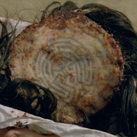 The maze tattooed on the underside of a scalp from HBO's Westworld. #HBO #maze #Westworld