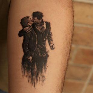 Graphic tattoo made at La Bottega dell'Arte #labottegadellarte #graphic #contemporary #kiss #lovers #doisneau
