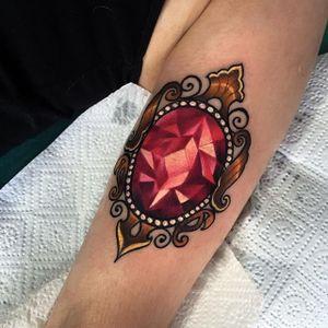 Jewel Tattoo by Olie Siiz #jewel #jeweltattoo #neotraditional #neotraditionaltattoo #neotraditionaltattoos #neotraditionalartist #boldtattoo #newtraditional #OlieSiiz