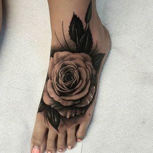 A pristine and lovely black and grey rose from Nathan Hebert's portfolio (IG—nathanhebert). #blackandgrey #NathanHebert #realism #rose