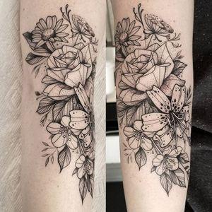 #CuttyBage #gringa #blackwork #sketch #pontilhismo #dotwork #flor #flower #folha #leaf