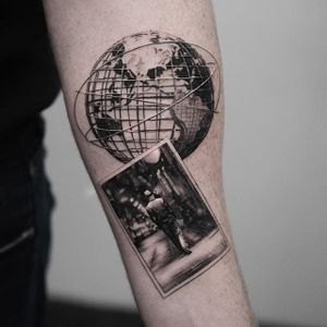 Time-traveling back to the Chicago World Fair in this awesome tattoo by Oscar Akermo (IG-oscarakermo). #blackandgrey #OscarAkermo #photograph #portraiture #realism #WorldFair