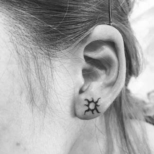Tattoo by Zoo Kerekes via Instagram @rastafari.zoo #earlobe #earlobetattoo #minimalistic #minimalism #sun #suntattoo