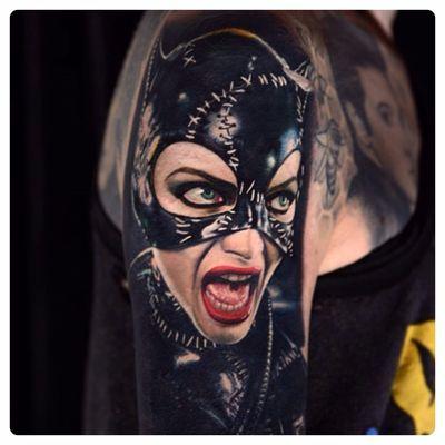 Michelle Pfieffer imbatível na pele da Mulher Gato. #NikkoHurtado #GothamCitySirens #SereiasDeGotham #Catwoman #mulhergato #dc #comic #cartoon #movie #filme #heroes #villains #badgirls #girlpower #SelinaKyle #MichellePfieffer #realismo #realism #portrait