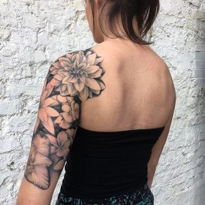 Masterfully done black and gray floral half sleeve by Ricky Williams. #RickyWilliams #blackandgrey #monochromatic #flowers #flower #blossom #floral #blackandgray #halfsleeve
