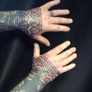 Hand tattoos by Curly Moore #curlytattoo #linework #freehand #blastover #curlymoore
