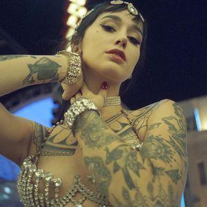 Emma Vauxdevil (via IG-vauxdevil) #performer #wcw #artist #swordswallower #firebreather #fireeater #sideshow #burlesque