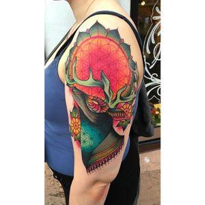 Deer tattoo by @kajsa_redrosetattoo #redrosetattoo #gothenburg #sweden #psychedelic #neotraditional #geometric #mendhi #deer