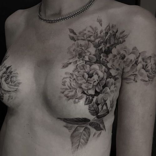 Mastectomy tattoo by David Allen #DavidAllen #coveruptattoos #mastectomytattoo #scarcoverup #blackandgrey #realism #illustrative #painterly #flowers #branches #leaves #nature #floral #cherryblossom #tattoooftheday