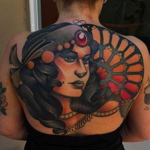 Stunning back Tattoo of a woman by Kike Esteras @Kike.Esteras #KikeEsteras #Neotraditional #Neotraditionaltattoo #Barcelona