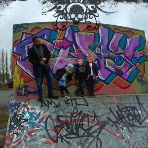 The Cuzen Crew! #GlennCuzen #family #fun #graffiti (Photo from Glenn's Instagram)