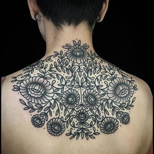 Upper back floral piece. (via IG - bastienjean) #decorative #linework #floral #ornamental #bastienjean
