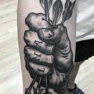 Arrow Tattoo by Matt Buck #arrow #arrowtattoo #freehandarrow #freehand #freehandtattoo #freehandtattoos #drawnon #drawnondesign #nostencil #nostenciltattoo #MattBuck