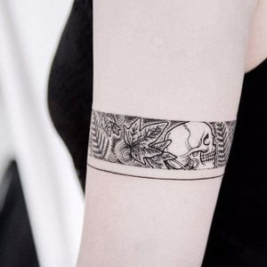 Dotwork arm band tattoo by Uls Metzger. #UlsMetzg#blackwork #dotwork #pointillism #blackwork #armband #skull