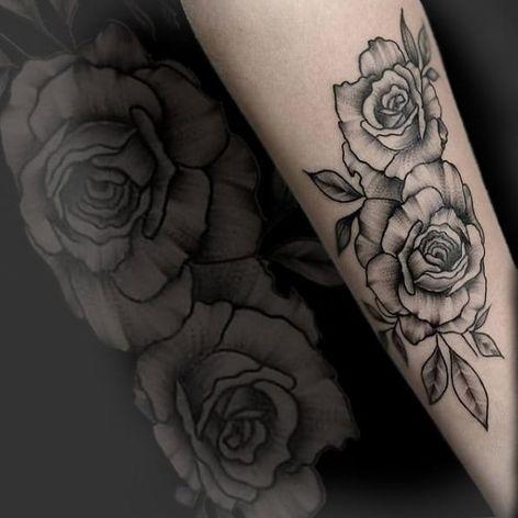 #GabiVitorino #brasil #brazil #brazilianartist #TatuadorasDoBrasil #flor #flower #rosa #rose #folha #leaf #pontilhismo #dotwork #blackwork