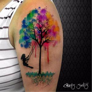Maravilhosa! #ChrisSantos #arvores #trees #folhas #leafs #TatuadoresDoBrasil #menina #girl #criança #kid #aquarela #watercolor #colorida #colorful #balanço #swing