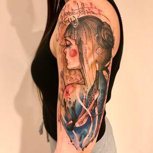 Olha que trabalho belíssimo #LincolnLima #brazilianartist #brasil #brazil #tatuadoresdobrasil #sketchstyle #watercolor #aquarela #woman #mulher #girl #garota