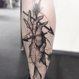 Hands and Arrows Chaotic Blackwork Tattoo by Frank Carrilho @FrankCarrilho #FrankCarrilhoTattoo #FrankCarrilho #Chaotic #Black #Blackwork #Hands #Arrows
