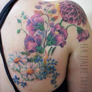 Tattoo cicatrizada. #ElaFialho #tatuadorasdobrasil #coloridas #colorful #flores #flowers