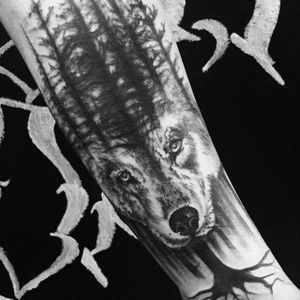Lobo por KD Art! #KDART #Tatuadoresbrasileiros #tattoobr #SãoCetano #wolf #blackandgrey #pretoecinza #lobo #árvore #Tree