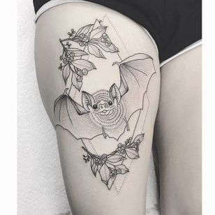 Friendly Bat by Lilly Anchor (via IG-lillyanchor) #flora #fauna #animals #flowers #lillyanchor #illustrative #linework