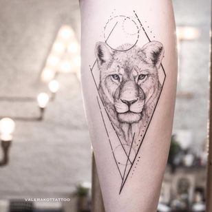 Lioness by Valerij Shatalov #ValerijShatalov #fineline #linework #dotwork #illustrative #lioness #lion #animal #cat #diamond #shapes #circle #nature #tattoooftheday