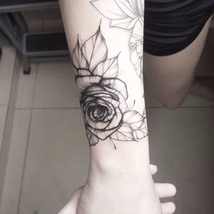 #TuanyHase #tatuadorasdobrasil #botanica #botanical #blackwork #flor #flower