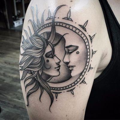 Por Kailee Love #KaileeLove #gringa #blackwork #pontilhismo #dotwork #blackandgrey #pretoecinza #sol #lua #moon #sun #casal #couple