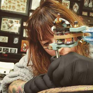Leonie New in action. #LeonieNew #traditional #australian #tattooartist #melbourne #australia #artist #tattooist