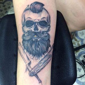 Caveirinha barbuda por Felipe Cruz! #FelipeCruz #felipecruzztattoo #tatuadoresbrasileiros #skull #skulltattoo #caveira #caveiratattoo #skullbeard #beard #beardtattoo