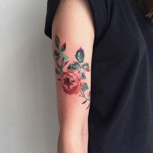Rose by Amanda Wachob (via IG-amandawachob) #rose #flowers #floral #watercolor #color #illustrative #AmandaWachob