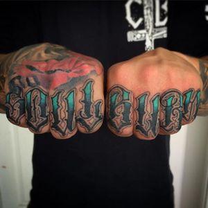 'Soul Burn' Lettering Tattoo by Niorkz Meniconi #Lettering #KnuckleTattoos #LetteringKnuckleTattoos #ScriptTattoos #Script #FingerTattoos #NiorkzMeniconi