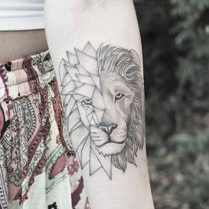 Geometric lion tattoo by Minnie #Minnie #lion #geometric #geometry (Photo: Facebook)