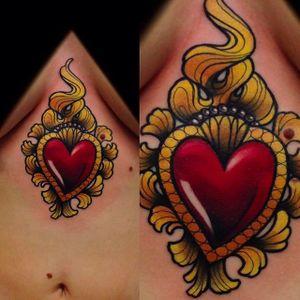 Beautiful heart tattoo on the sternum. Amazing work by Giulia Bongiovanni. #giuliabongiovanni #heart #neotraditional #coloredtattoo #sternumtattoo