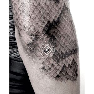 Snakeskin pointillism by Bleck. #Bleck #pointillism #dotwork #snake #snakeskin