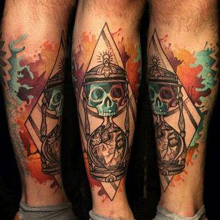 Skull Hourglass Tattoo by Martynas Šnioka #skull #hourglass #watercolor #watercolortattoo #abstract #abstracttattoo #graphic #graphictattoo #lithuanian #MartynasSnioka