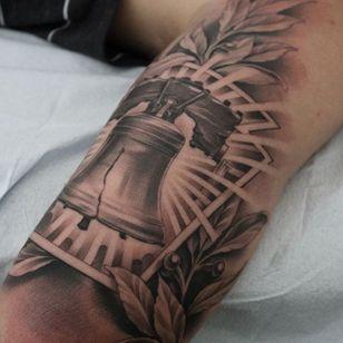 The Liberty Bell. (via IG - ericmarcinizyn) #EricMarcinizyn #BlackandGrey #Realism #LibertyBell